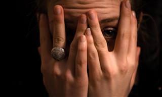 9 מנגנוני הגנה שגורמים לכם להתכחש לבעיות שלכם