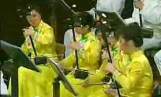 תזמורת סינית מנגנת יצירות קלאסיות בכלים מסורתיים