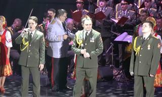 """מקהלת הצבא האדום שרה את השיר """"אדון עולם"""""""