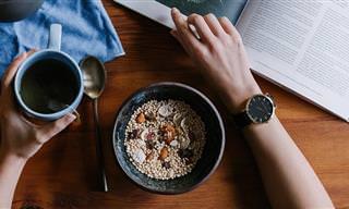 הזמן הטוב והגרוע ביותר לצריכת מזונות בסיסיים במהלך היום