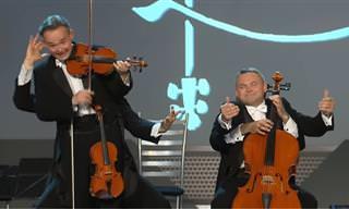 מופע מוזיקלי מפתיע ומצחיק של 2 נגנים ו-8 ידיים