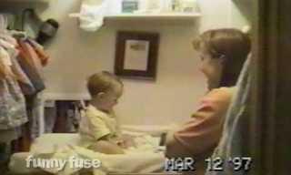 שמח - תינוק אומר את המילה הראשונה