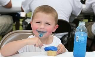 5 טעויות שהורים עושים בניסיון ללמד ילדים לאכול במתינות