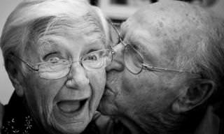 ויאגרה בגיל 80 - בדיחה גסה על אהבה בגיל הזהב