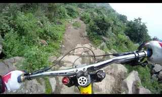 רכיבת אופניים מפחידה בפרו