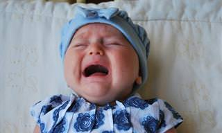 בדיקה חשובה של כפות רגלי תינוקות כאשר הם בוכים