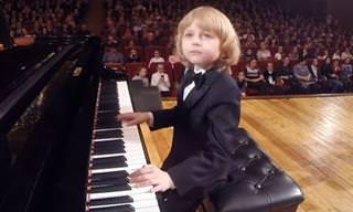 מוצרט הצעיר - הילד המוכשר הזה עומד להפתיע אתכם