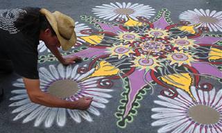 אמנות רחוב מרהיבה שמצוירת בעזרת חול צבעוני