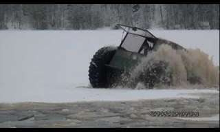 רכב שטח נוסע על קרח דק