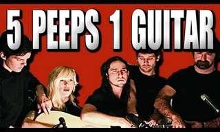 חמישה אנשים על גיטרה אחת