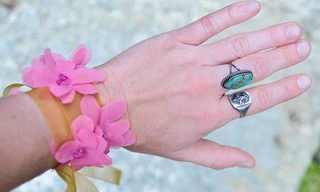 קישוט פשוט - צמיד פרח ליד או לשיער