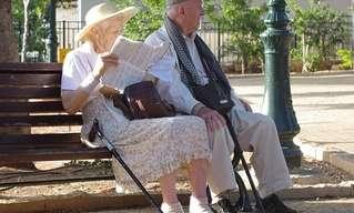 זוג זקנים בגיל האי-עמידה