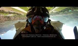 פעלולים מדהימים במטוס קרב!