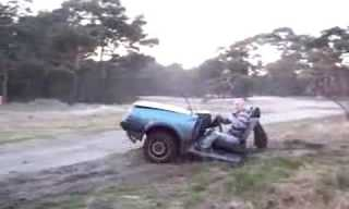 אדם נוהג בחצי מכונית