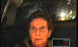 סבתא תמימה עולה למונית הכסף - ענק!