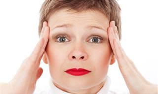 8 סיבות מדוע אתם חווים כאבי ראש בבקרים וכיצד לטפל בהם