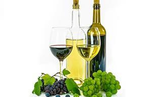 השוואה בין יתרונותיהם הבריאותיים של יינות אדומים ויינות לבנים