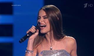 """הזמרת הישראלית אמילי קופר עולה לשיר בתוכנית """"דה וויס רוסיה"""""""