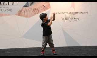 מה שהילד הזה יודע לעשות עם יו-יו פשוט מדהים!