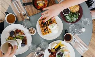 תזונאים חושפים: מה כדאי לאכול במסעדות וממה עדיף להימנע