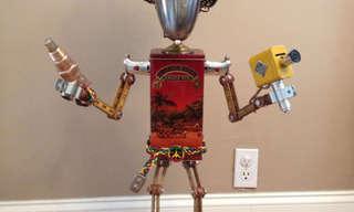 אמן אמריקני הופך זבל לפסלי רובוטים