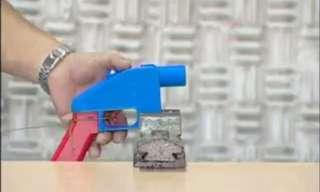 מטרים מראש הממשלה עם אקדח בייצור ביתי