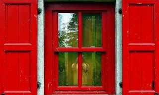 מבחר תמונות יפות של חלונות אדומים
