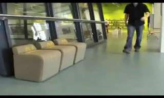 כיסא ספרייה רובוטי שעוקב אחריכם לכל מקום!