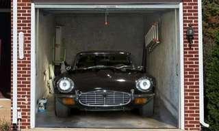 """דלתות המוסך משעממות? כבר לא!חברת """"Style Your Garage"""" יצרה טפטים מיוחדים שנדבקים על דלת המוסך ויוצרים אשליה אופטית . דרך נהדרת לעבוד על השכנים שלכם, ולעצב את דלת המוסך שלכם בסיגנון שונה!"""