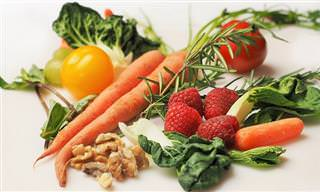 8 יתרונות בריאותיים של צריכת מזון צמחי וגולמי ו-2 מתכונים מומלצים