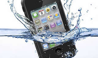 מדריך כיצד לתקן טלפון סלולרי שנפל לשירותים