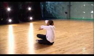 נער בן 18 בקטע ריקוד מדליק