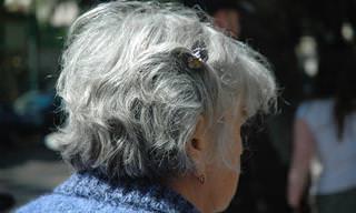 איך לעצור הופעת שיער אפור