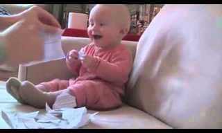 התינוק שנקרע מצחוק