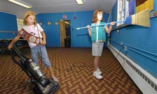 6 תירוצים שבגללם אנחנו פוטרים את הילדים ממטלות הבית, וכיצד להתגבר עליהם