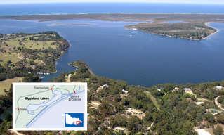 אגם ג'יפסלנד באוסטרליה מאיר את עצמו