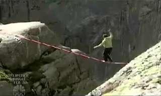 הליכה על החבל הגובה ביותר בעולם!