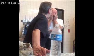 קורע מצחוק: הזוג המבוגר הזה הוא הדבר הכי חמוד ברשת!
