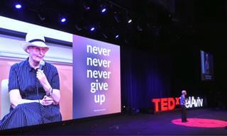 הרצאה מטלטלת של ארנה ברי על מערכת היחסים שלה עם מחלת הסרטן
