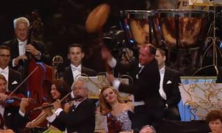 ביצוע סוחף ומשעשע של אנדרה ריו למוזיקה מהסרט האיש השלישי