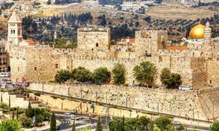 אוהב אותה בגלל - שיר אהבה לעיר ירושלים