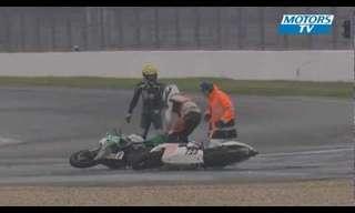 תאונת האופנועים המוזרה ביותר שראינו!
