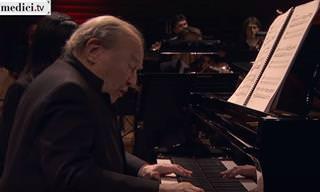 הפסנתרן הישראלי מנחם פרסלר בהופעה סולן עם תזמורת פריז