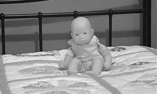קסם מפחיד עם בובה רדופה