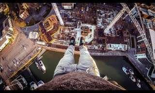 צעיר מטפס על מנוף ללא ציוד אבטחה