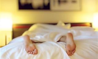9 שיטות להילחם בנדודי שינה, שמומלצות על ידי אנשים שהתגברו עליהם