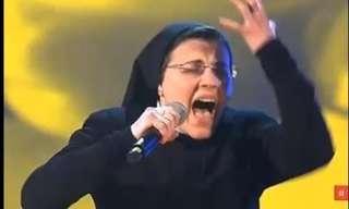 הנזירה שכבשה את הבמה