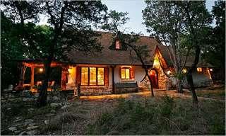בית קש, חימר ועץ בעבודת יד - מדהים
