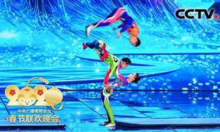 ככה פותחים את השנה החדשה בסין, במופע אקרובטיקה מושקע ועוצר נשימה!
