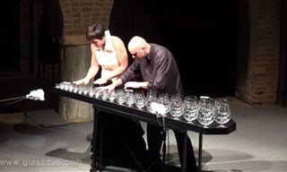 """""""ריקוד פיית הסוכר"""" של צ'ייקובסקי על כוסות זכוכית"""